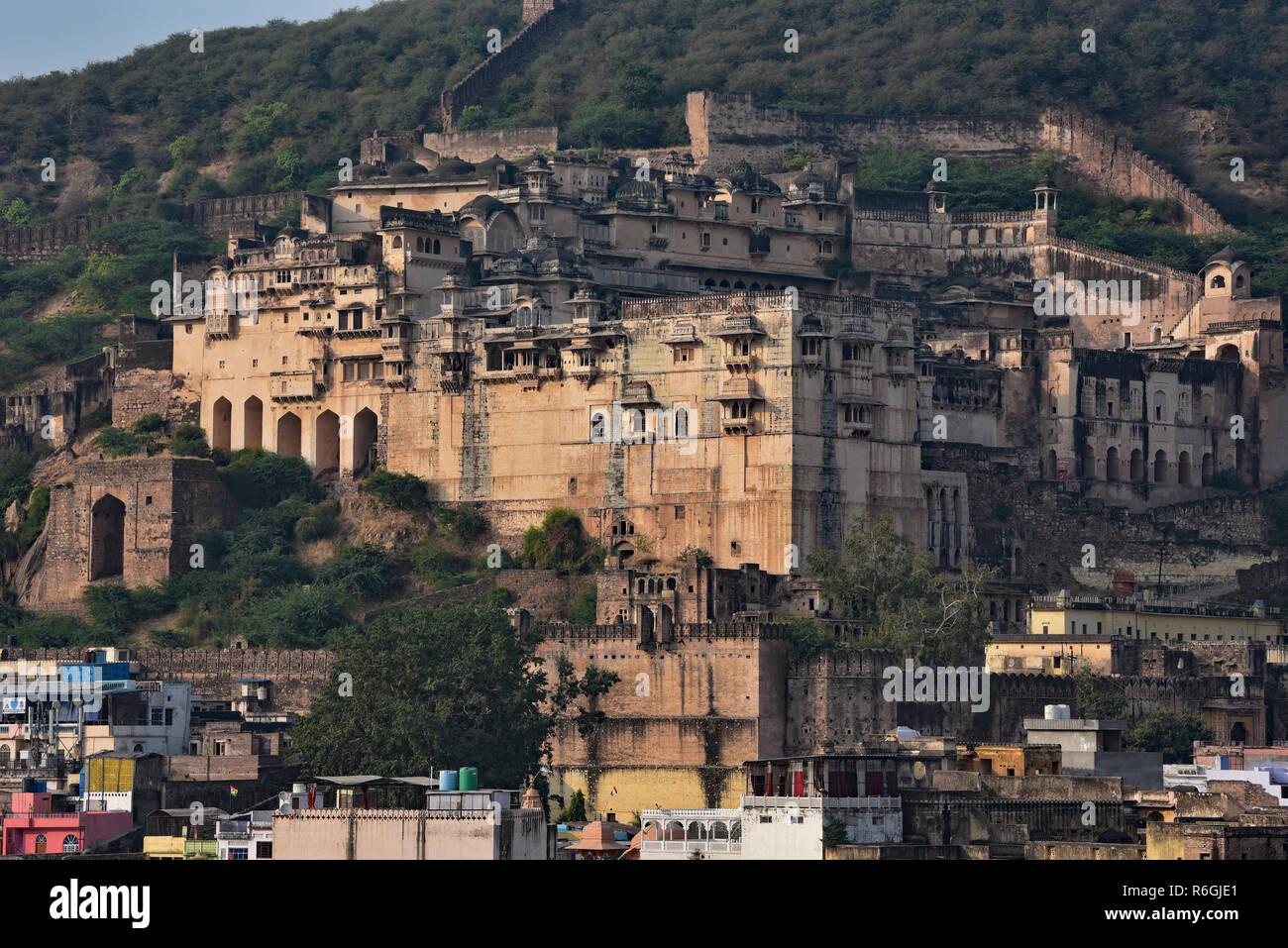 Garh Palace, il gioiello del Rajasthan, un raffinato esempio di architettura Rajput e ospita alcuni stupendi affreschi, Bundi, stato dell India occidentale, in Asia. Immagini Stock