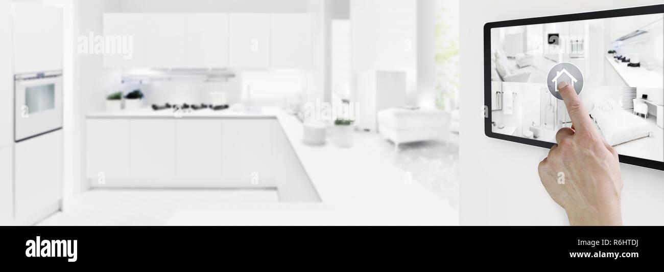 Casa intelligente concetto di controllo mano tavoletta digitale ...