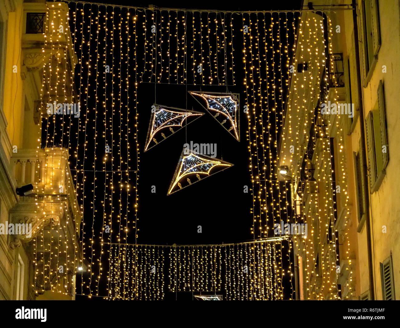 Decorazioni Natalizie Lugano.Lugano Svizzera Dicembre 06 2018 Decorazioni Di Natale Tra Gli