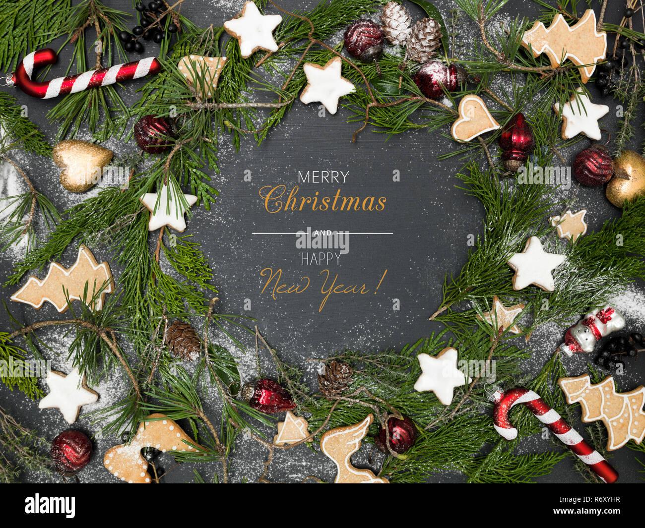 Immagini Con Scritte Di Buon Natale.Ghirlanda Di Natale Con Articoli Natalizi Sulla Lavagna Nera