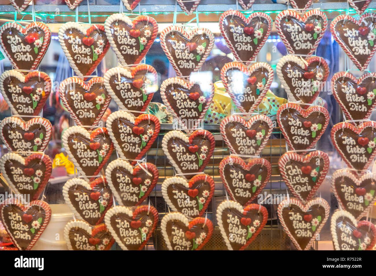Cavalletto con cuori di panpepato, con l'iscrizione, ti amo, Foto Stock
