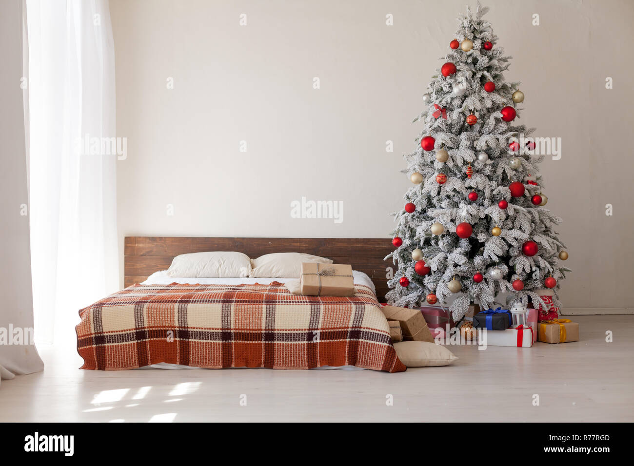 Camera Da Letto Matrimoniale In Regalo.Albero Di Natale In Camera Da Letto Matrimoniale Letto Regali Di
