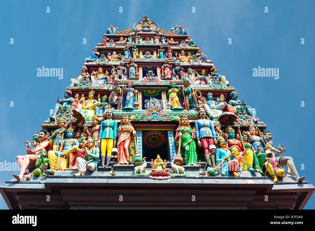 Divinità indù presso Sri Mariamman o Dea Madre tempio indù più antico luogo di culto, Chinatown, Singapore Foto Stock