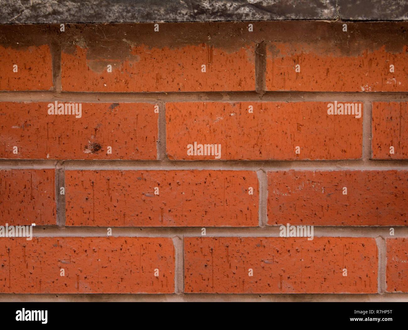Muro di mattoni di colore rossastro. Immagini Stock
