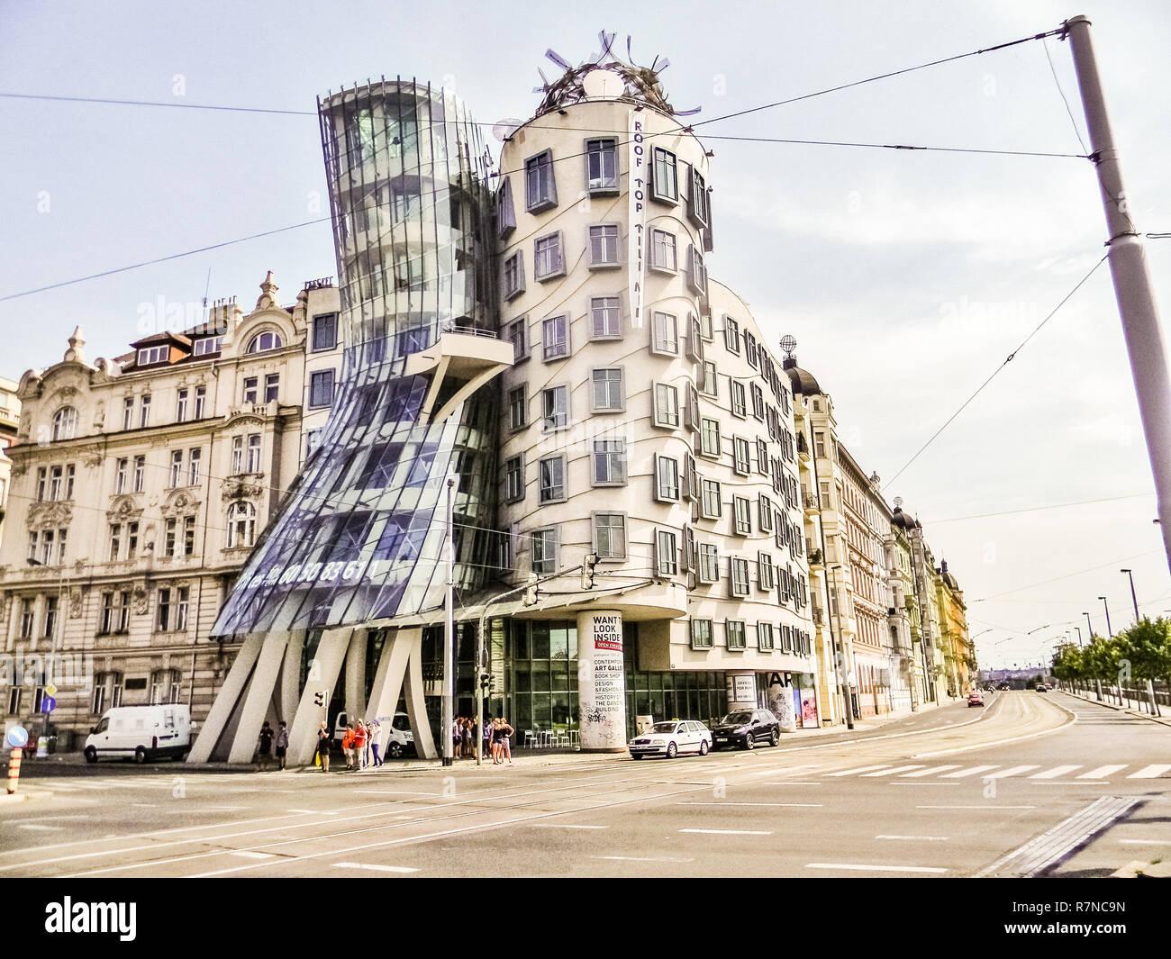 Praga REPUBBLICA CECA, 18 marzo 2015: La Casa danzante di Praga, architettura moderna Foto Stock