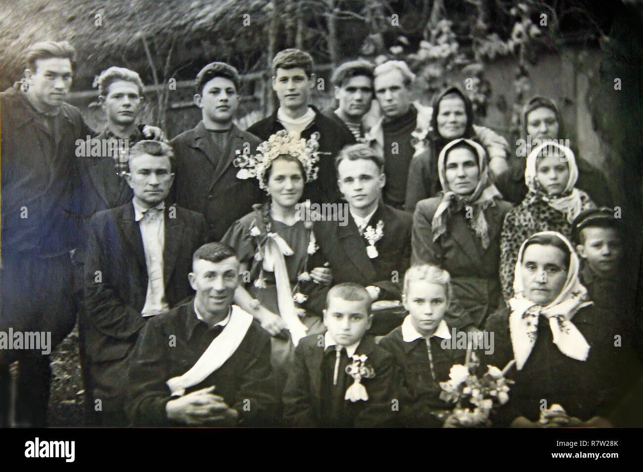 Matrimonio In Nero : Vintage foto di gruppo di persone sul matrimonio. bianco e nero