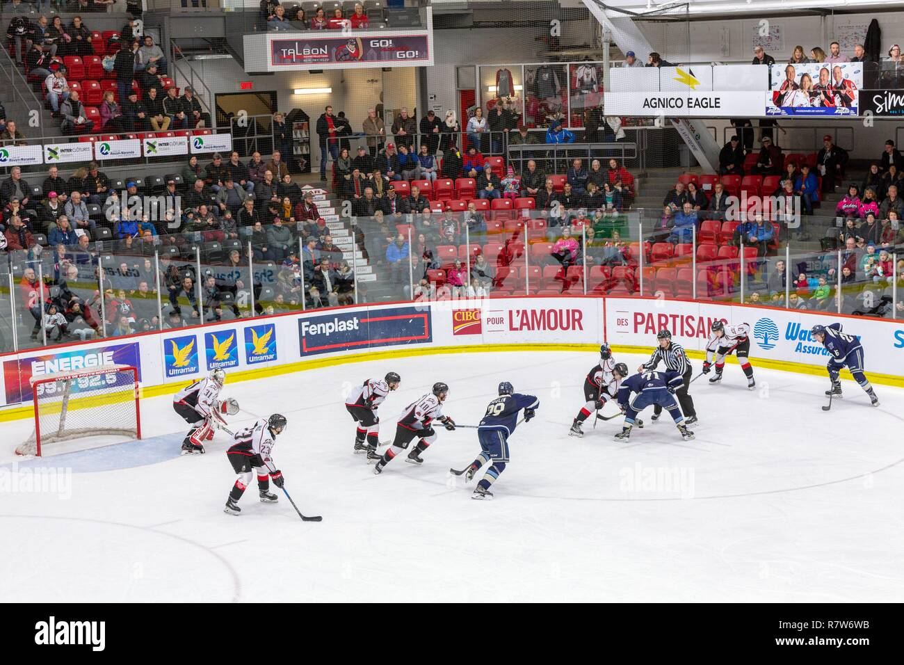 Canada, Provincia di Quebec, Abitibi Témiscamingue Regione, Abitibi, città di Rouyn Noranda, pattinaggio su ghiaccio, Grandi Junior League Hockey su Ghiaccio Immagini Stock