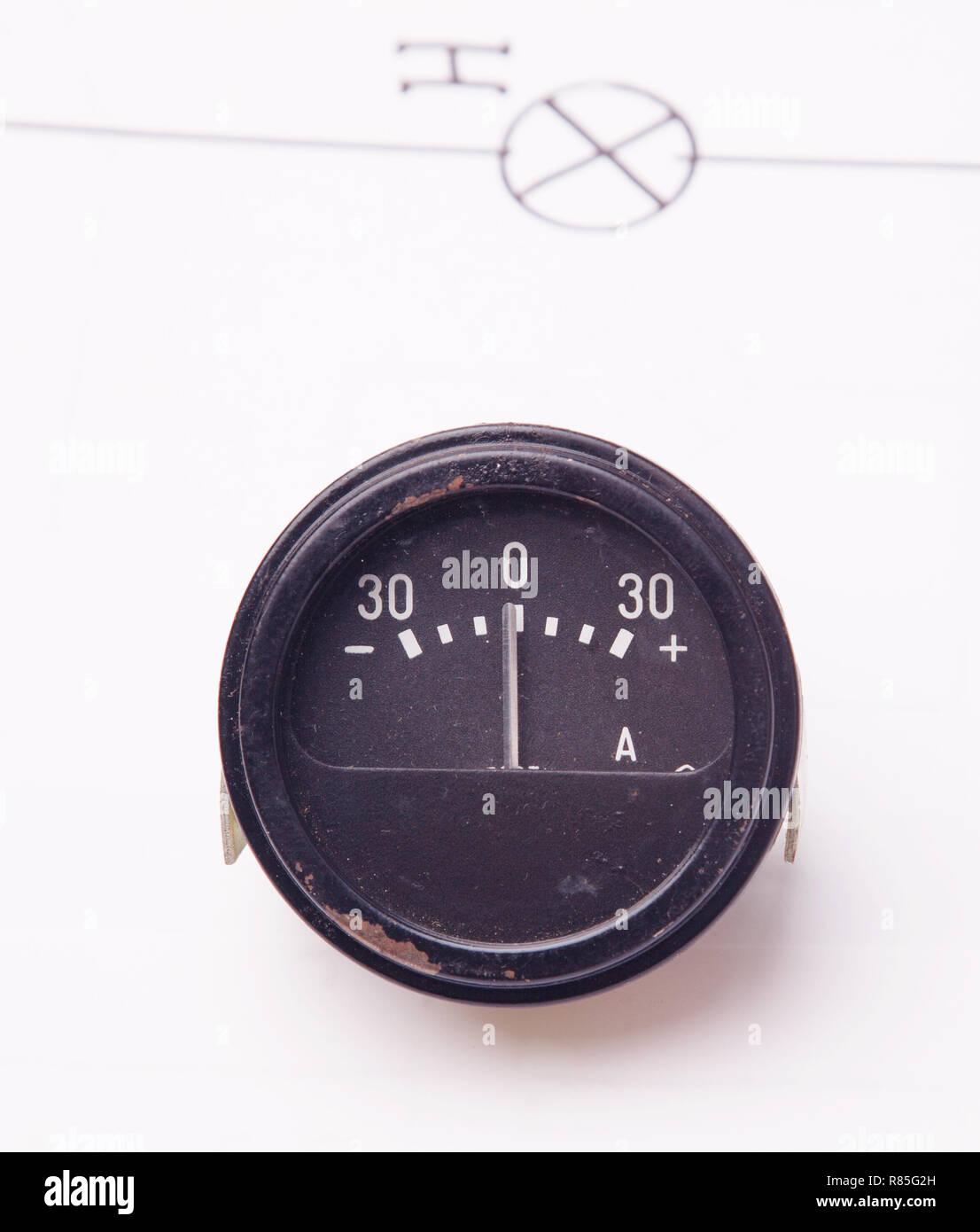 Schema Elettrico Voltmetro Per Auto : Old ammeter immagini & old ammeter fotos stock alamy