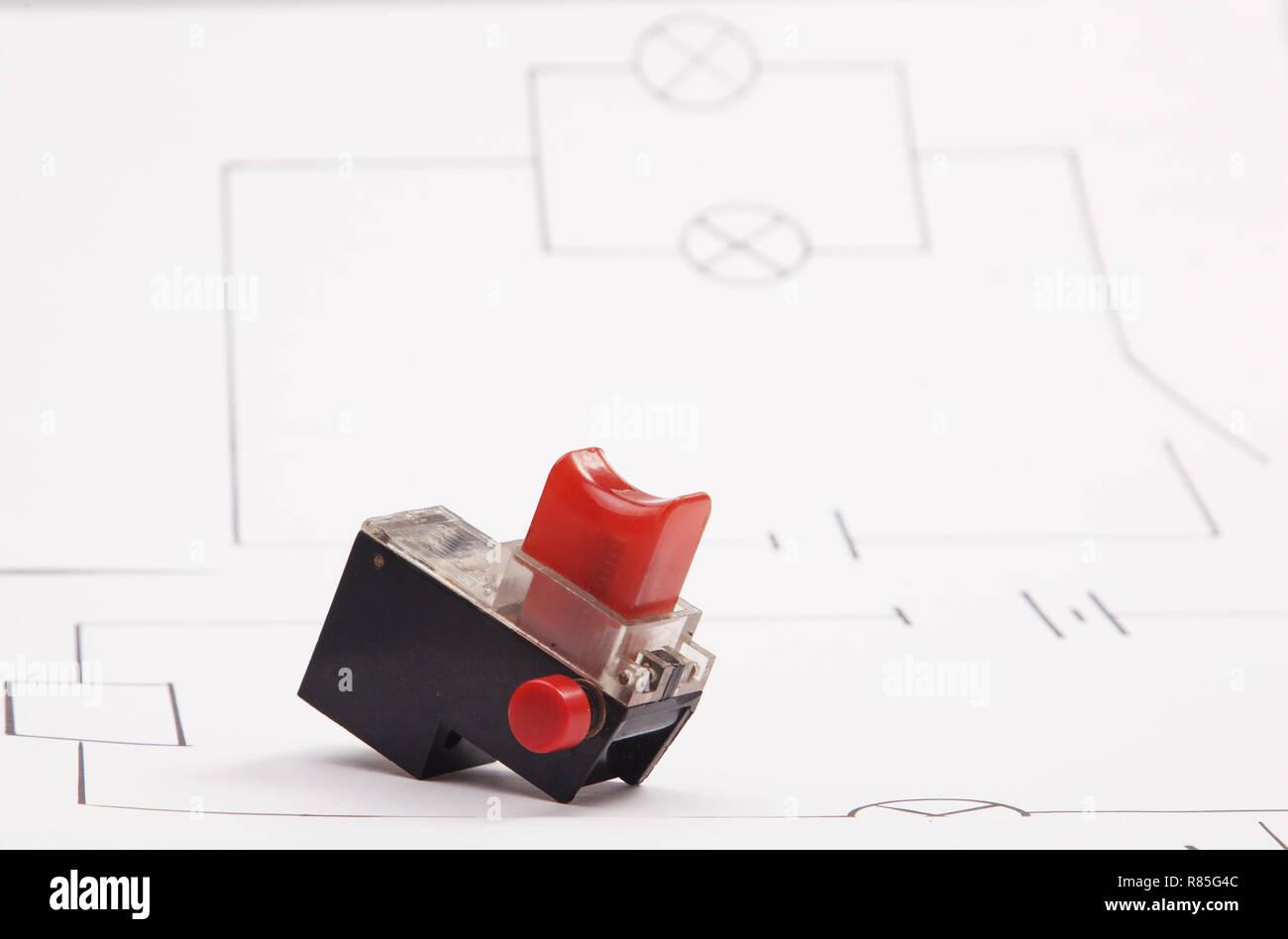 Schema Elettrico Pulsante : Trapanare il pulsante di avviamento su uno sfondo di lo schema