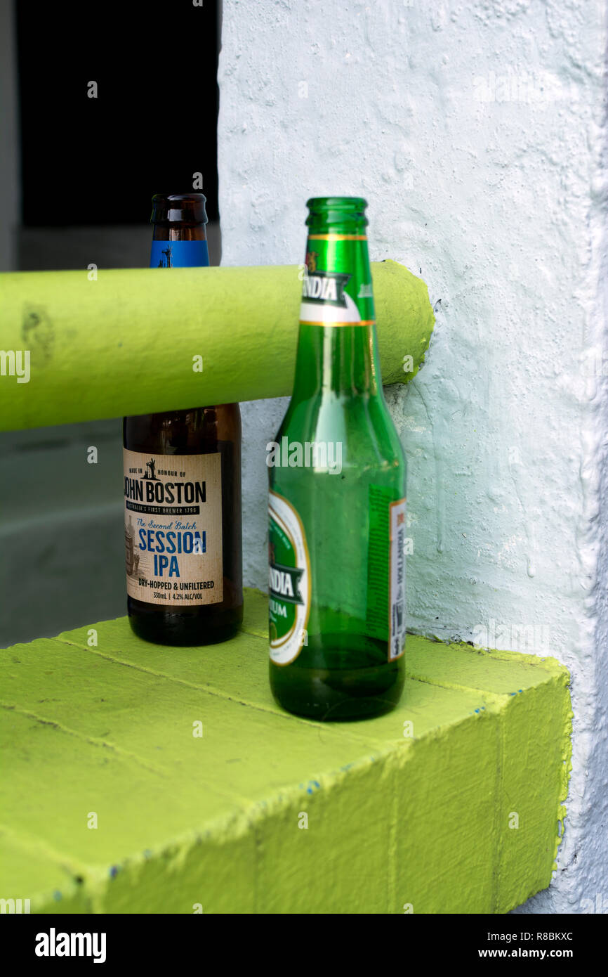 Drinking Left A Stock Alamy Immaginiamp; Fotos Beer Aq4jL35cR