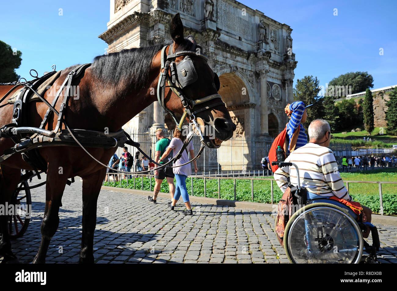 Sedie A Rotelle Roma : Roma italia ottobre 09 2018: un uomo in sedia a rotelle all