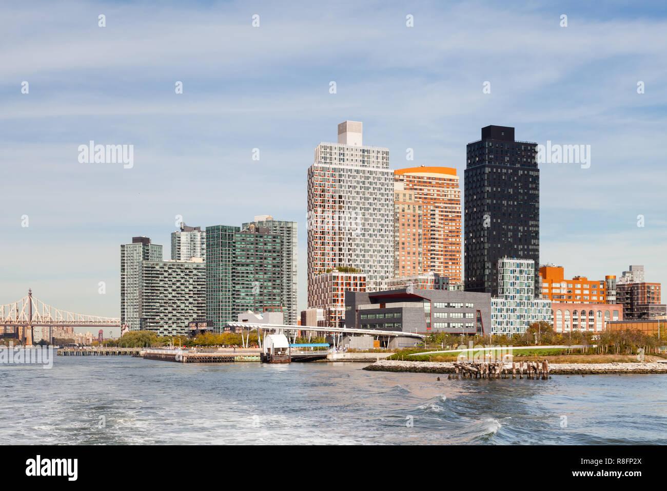 Il cacciatore punto a sud Ferry Terminal. Il cacciatore punto a sud Ferry Terminal in città di Long Island, New York City è visto dalla East River. Immagini Stock