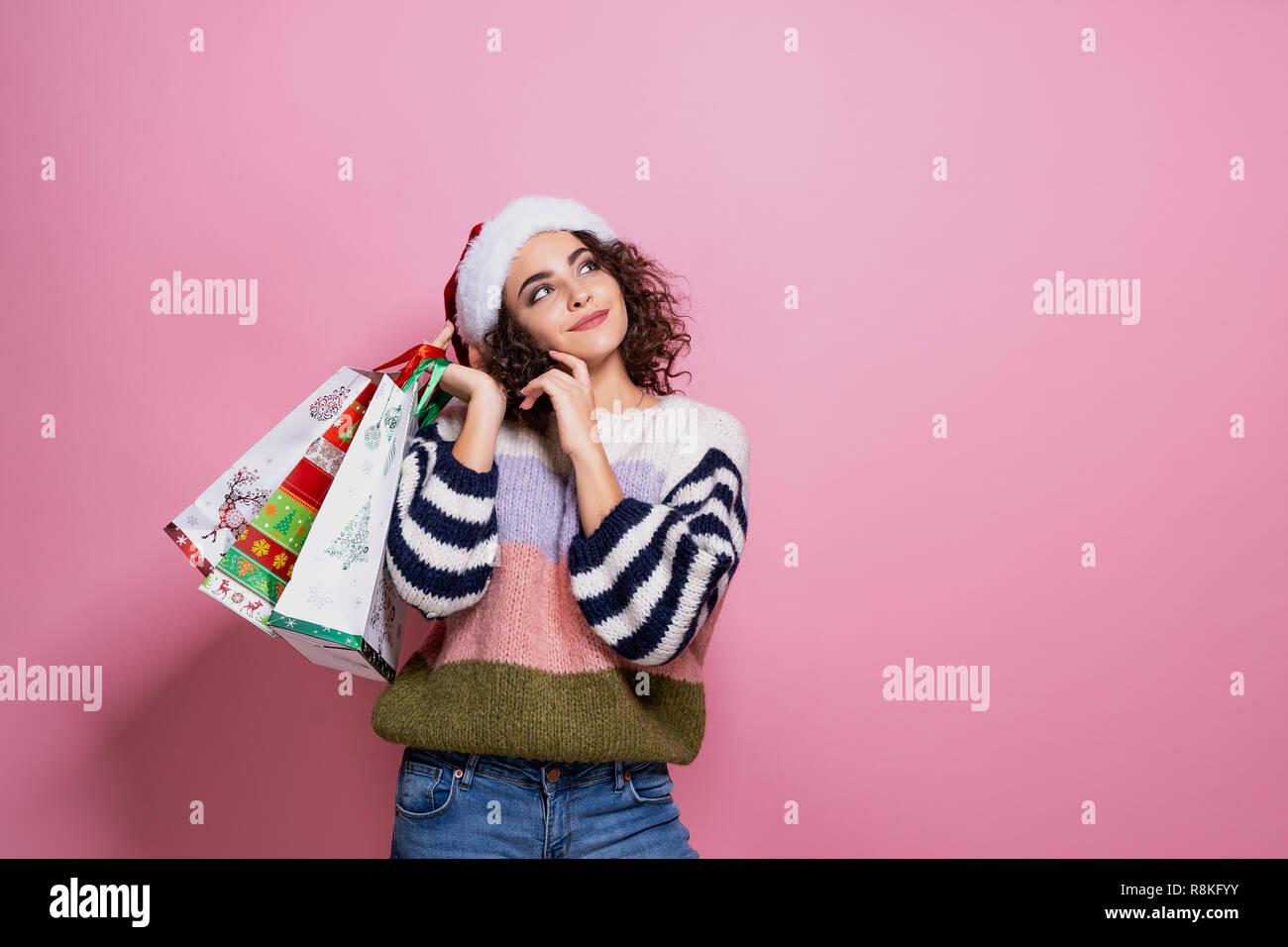 Le Belle Donne Che Indossano Il Natale Luminoso Colorato Porta Borse