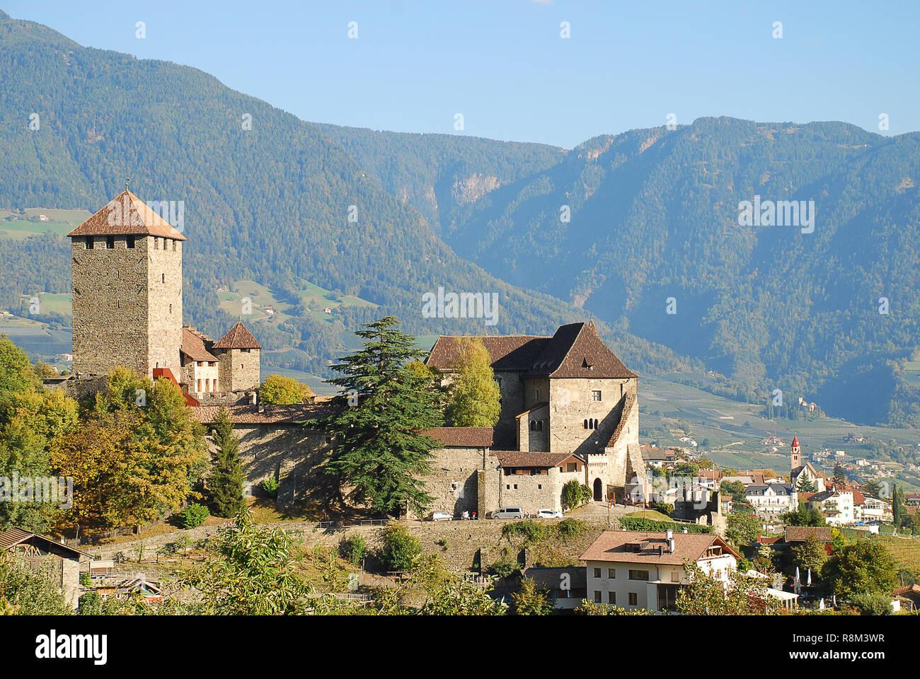 Castel Tirolo in Tirolo, Alto Adige, Italia. Castel Tirolo ospita il Museo Provinciale di Cultura e Storia provinciale Foto Stock