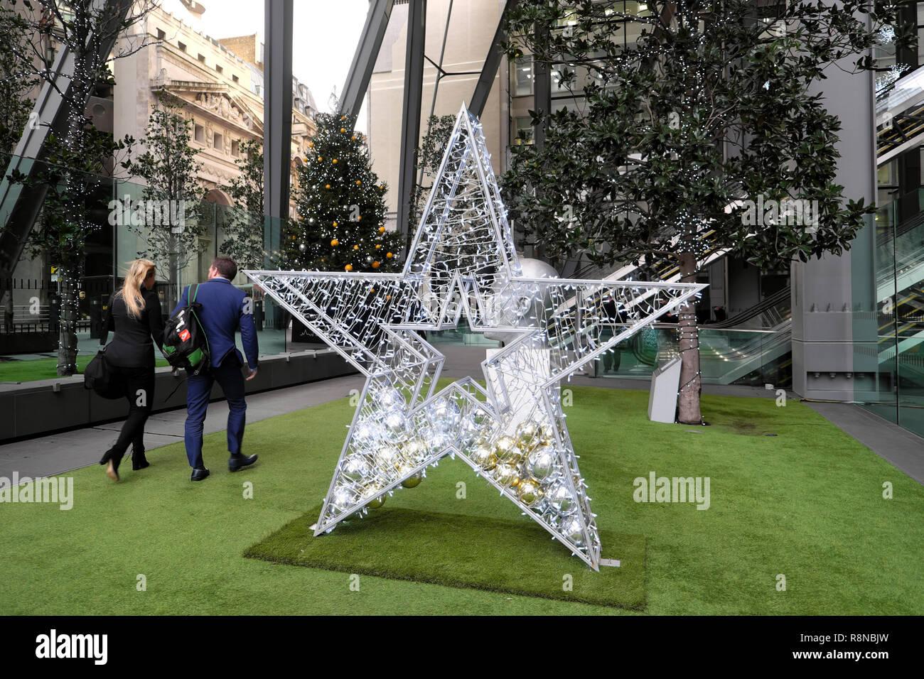 Decorazioni Natalizie Per Ufficio.Le Decorazioni Di Natale Al Di Fuori Dell Ufficio Leadenhall
