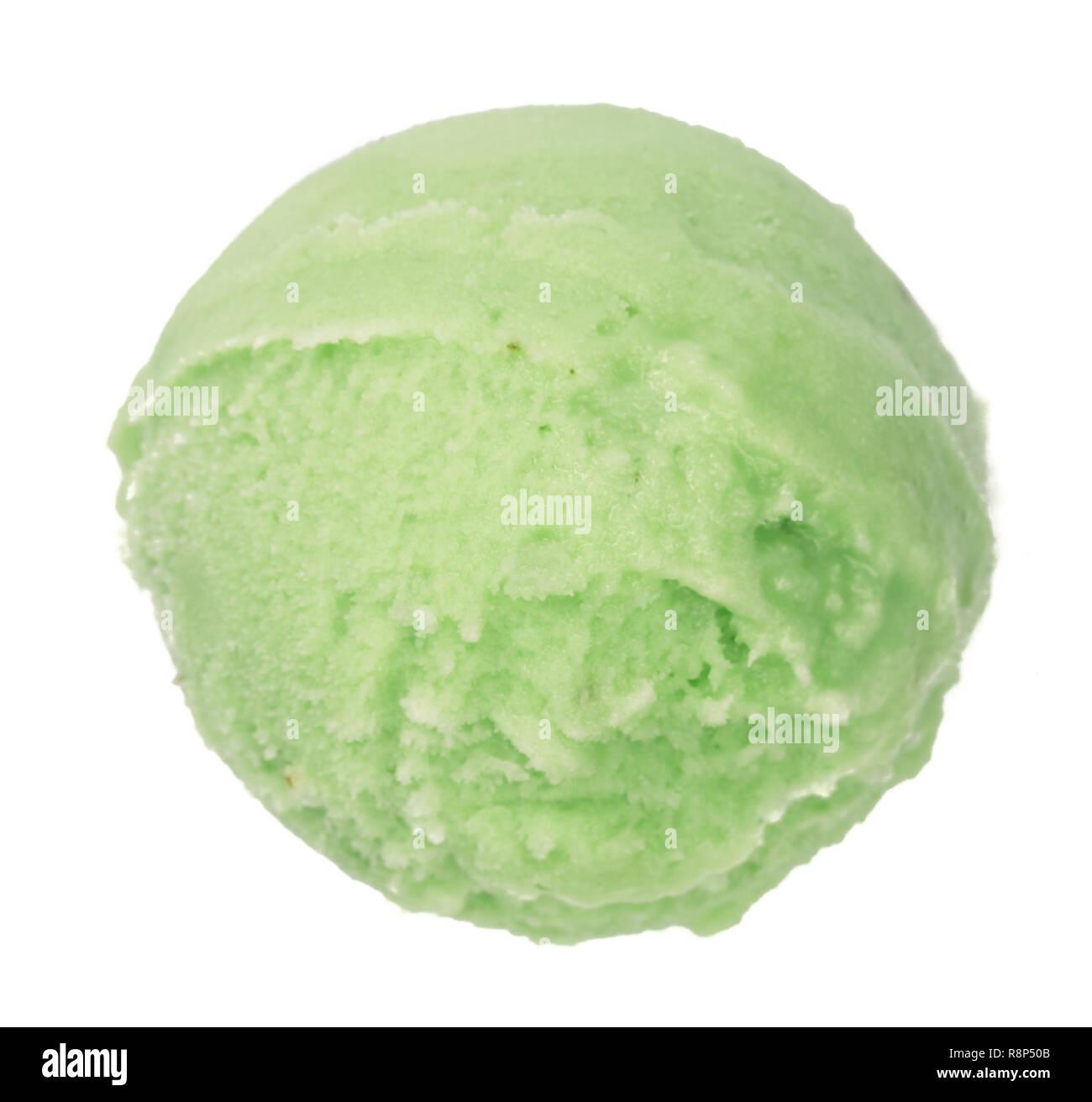 Il Tè Verde O Il Pistacchio Ice Cream Ball Isolati Su Sfondo Bianco