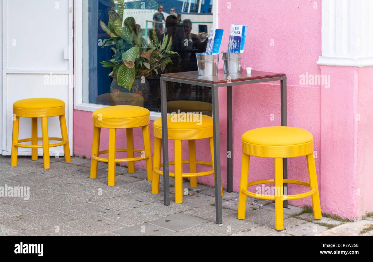 Pink bar stools immagini pink bar stools fotos stock alamy