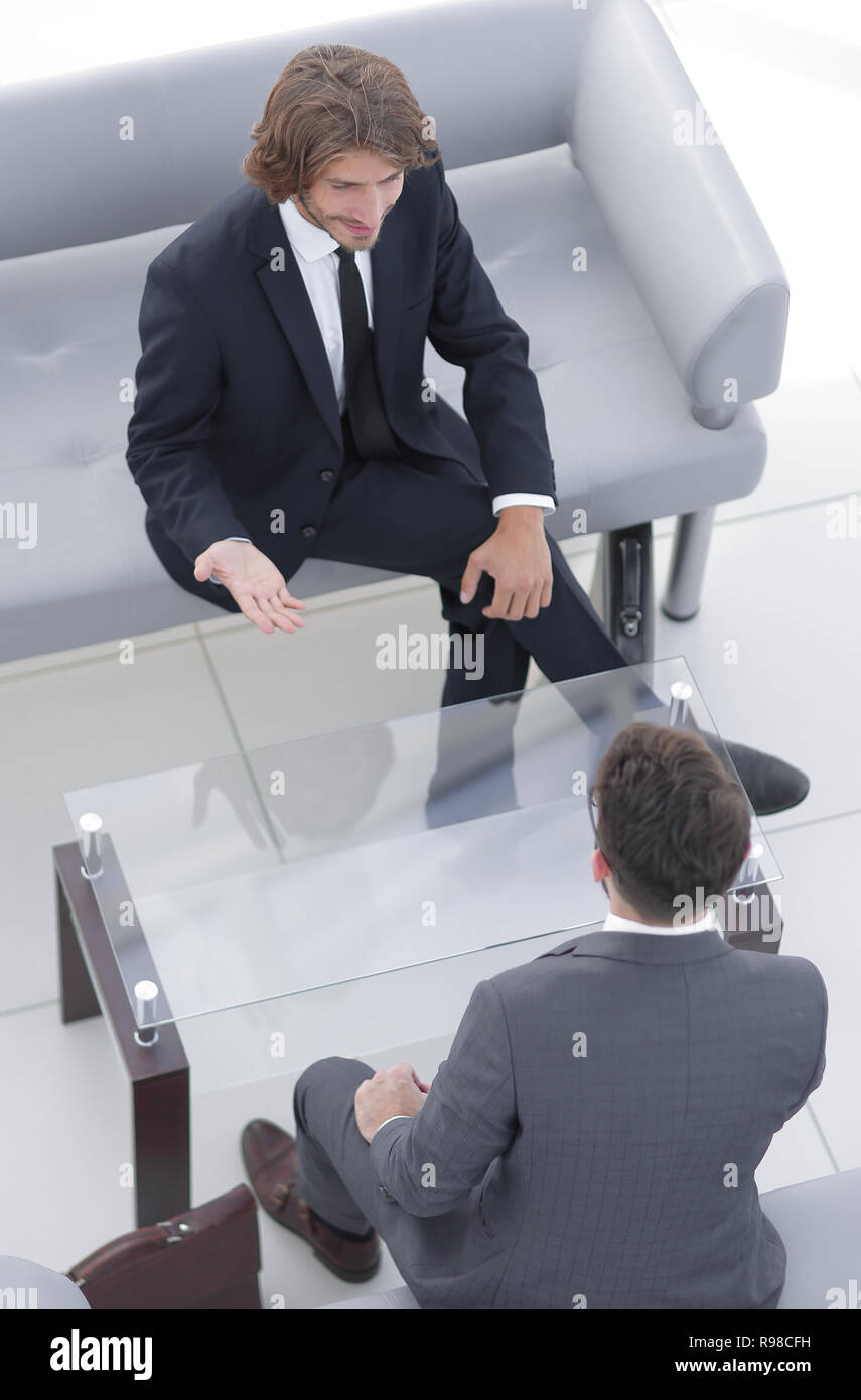 Il dialogo tra due persone di affari Immagini Stock