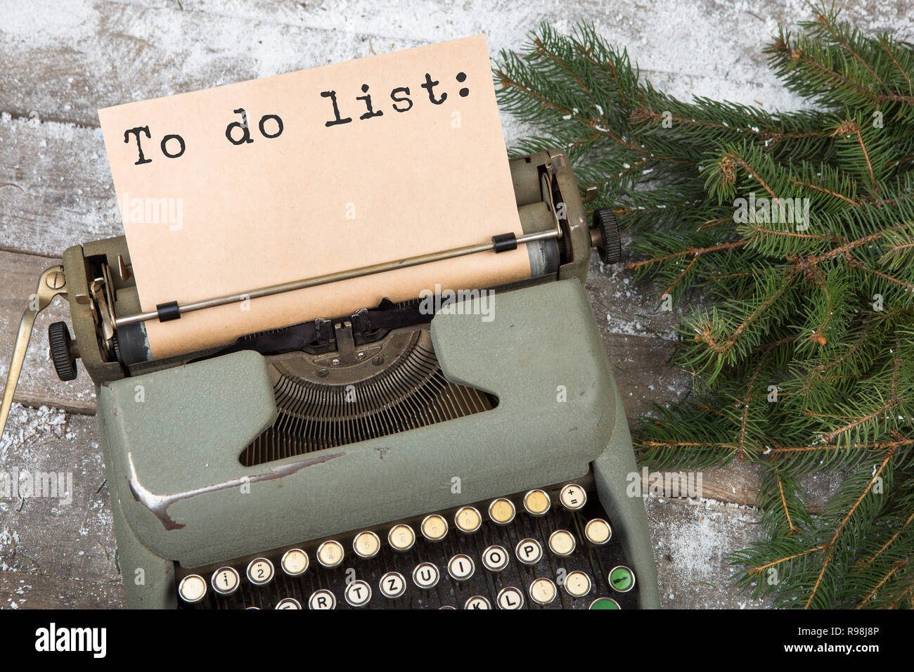 Concetto Di Natale Nastri Inchiostratori Per Macchine Da Scrivere Con La Scritta Lista Da Fare E Di Abete Rami Su Una Tavola Di Legno Foto Stock Alamy