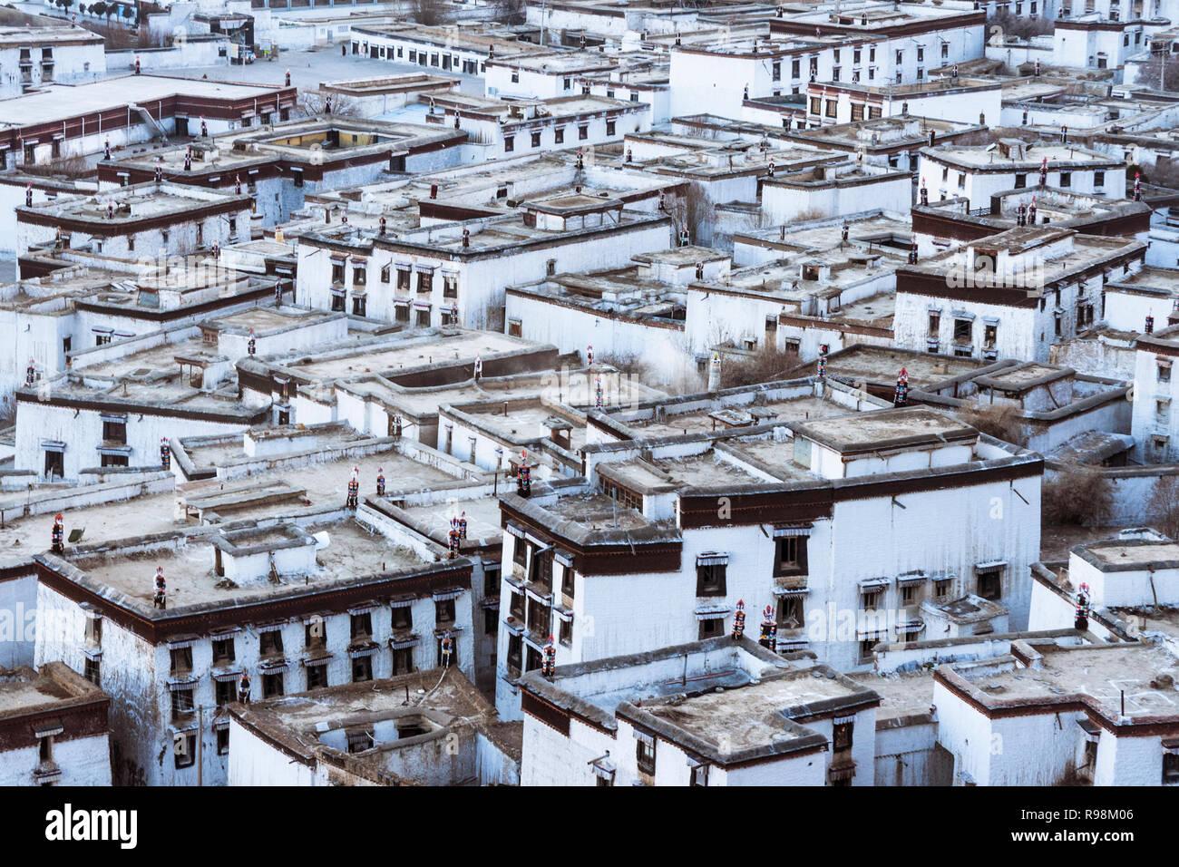 Shigatse, regione autonoma del Tibet, Cina : raggruppamento di case dei monaci di Tashi Lhunpo monastero, la sede tradizionale del Panchen Lama fondata Immagini Stock