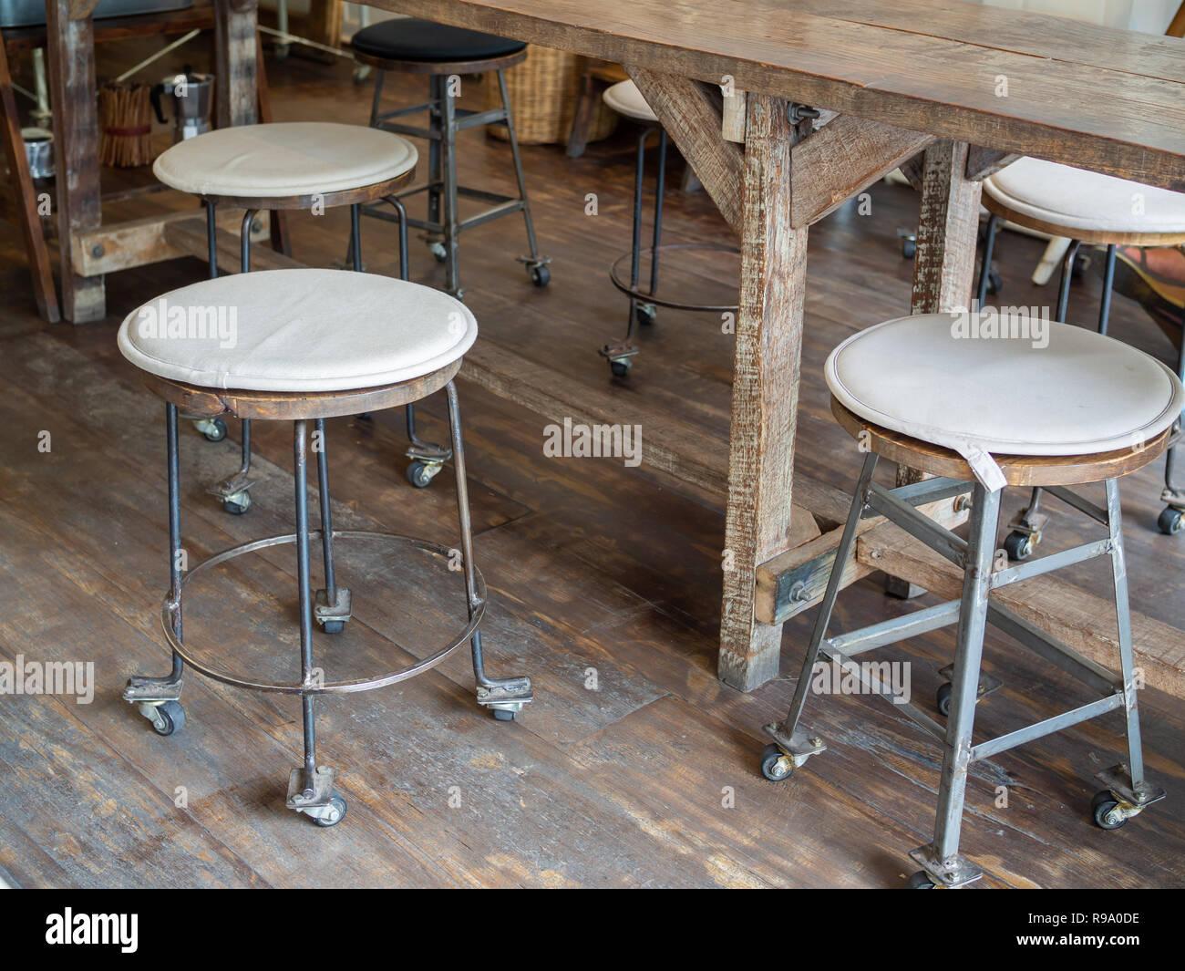 Sgabelli ferro e legno mezzogiorno camino bifacciale in lamiera e