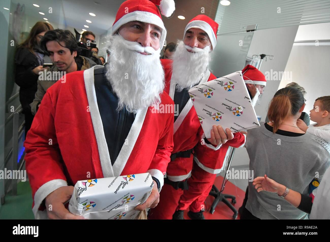 Andare Da Babbo Natale.Foto Lapresse Daniele Leone21 12 18 Roma Ita Cronaca Roma Roma Babbi Natale Noc Si Calano