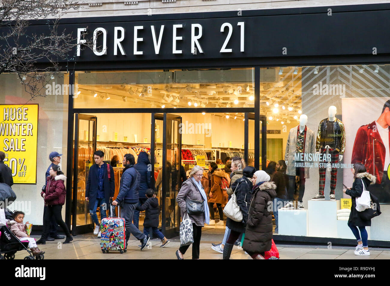 398ef339ffd0 Forever 21 London Immagini   Forever 21 London Fotos Stock - Alamy