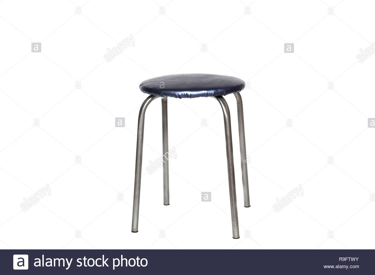 Sgabello blu con quattro gambe su uno sfondo bianco isolato foto