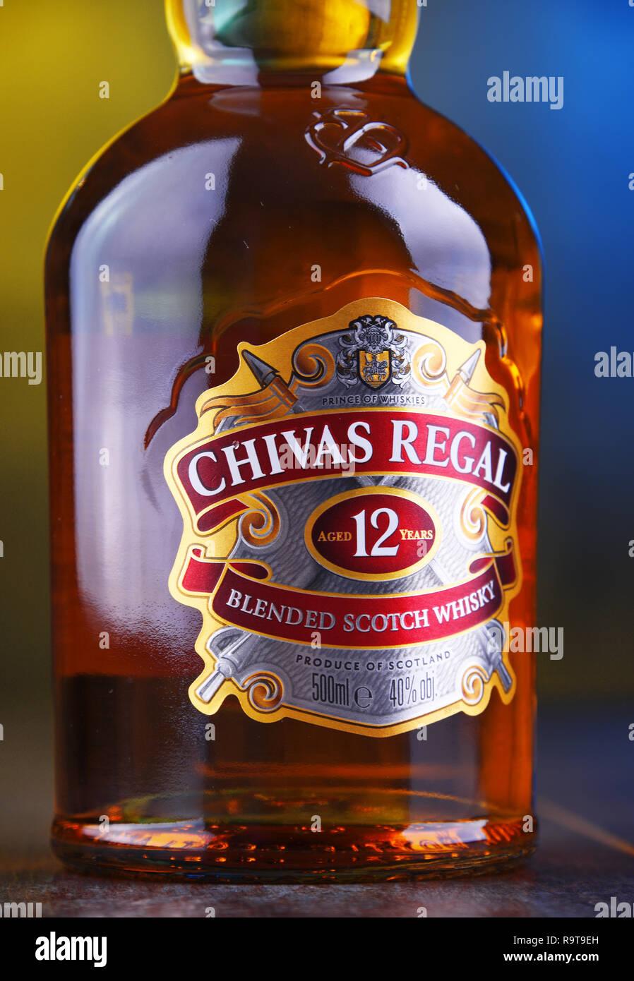 che risale una bottiglia di Chivas Regal vantaggi di uscire con una madre single