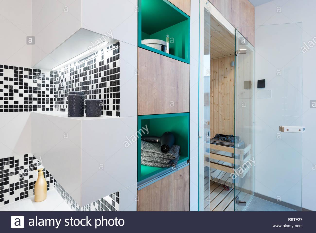 Bagno Di Casa Foto : Piccola sauna nel bagno di casa moderna foto immagine stock