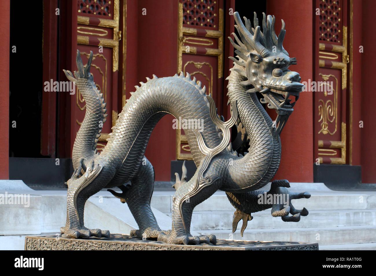 Drago di guardia statua, qilin statua, Palazzo Estivo, Pechino, Repubblica Popolare Cinese.Sala della benevolenza e della longevità. Foto Stock