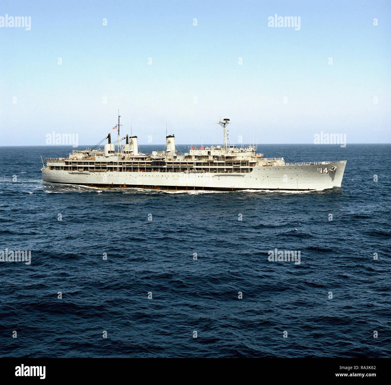 b97c28ca3d 1976 - una antenna a dritta vista del destroyer offerta USS DIXON (AD 14)