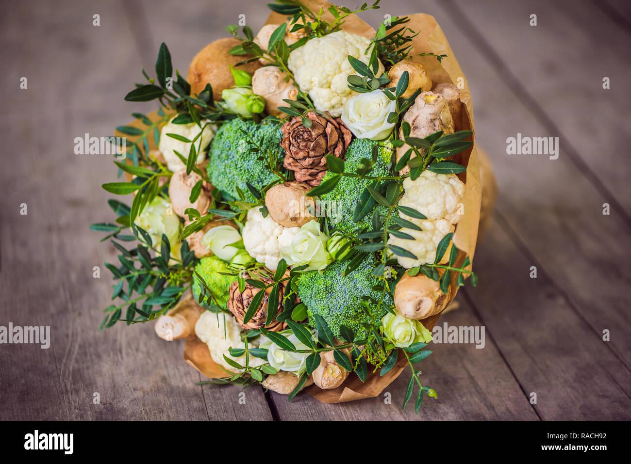 Mazzo Di Fiori E Verdure.Bouquet Di Frutta E Verdura Regalo Utile Per Uno Stile Di Vita