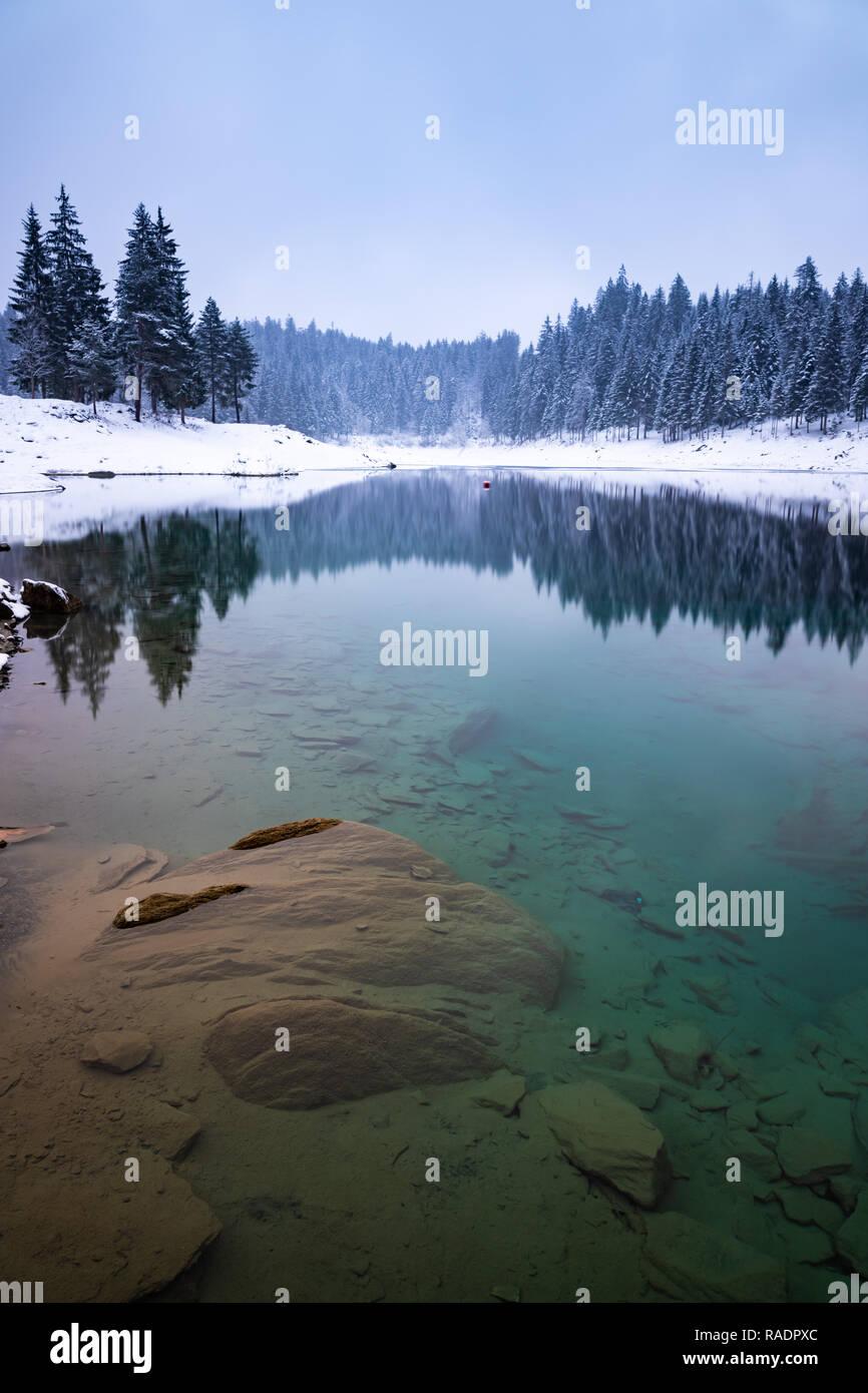 Il lago in Svizzera Laax Immagini Stock