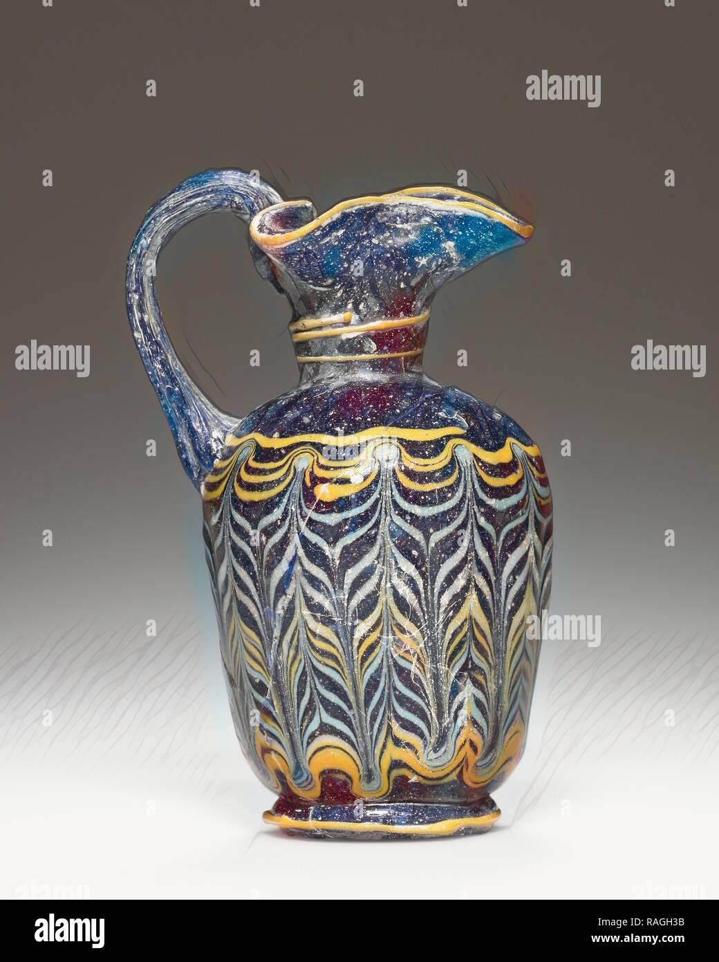 Oinochoe, 4° - 3° secolo a.C, vetro, 10,2 cm (4 in.). Reinventato da Gibon. Arte Classica con un tocco di moderno reinventato Immagini Stock