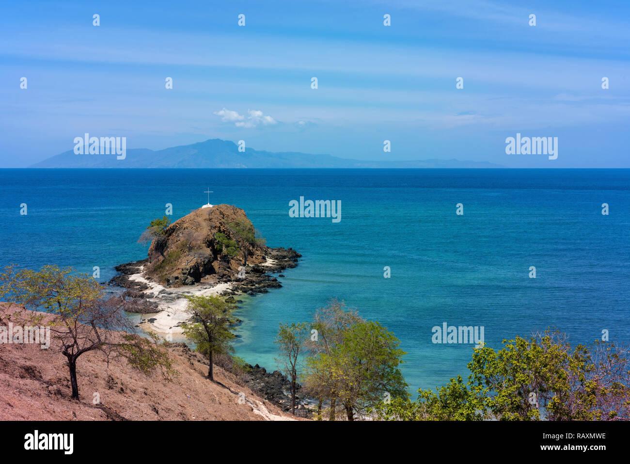 Guardando attraverso la banda verso il mare Isola di Atauro dalla costa nord di Timor orientale. Immagini Stock