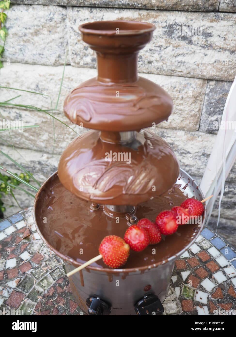 Al cioccolato-Fontana di cioccolato fonduta di cioccolato Fontana di cioccolato fondue