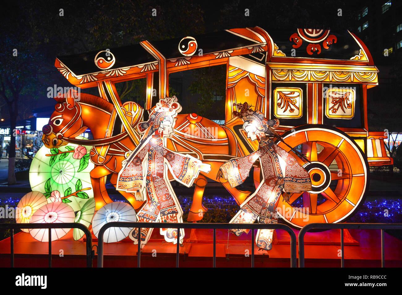 Nanjing, Nanjing, Cina. Gen 8, 2019. Nanjing, Cina-lo show di luci possono essere visti al Laomendong Scenic Area in Nanjing, provincia dello Jiangsu, segnando la prossima festa di primavera. Credito: SIPA Asia/ZUMA filo/Alamy Live News Immagini Stock