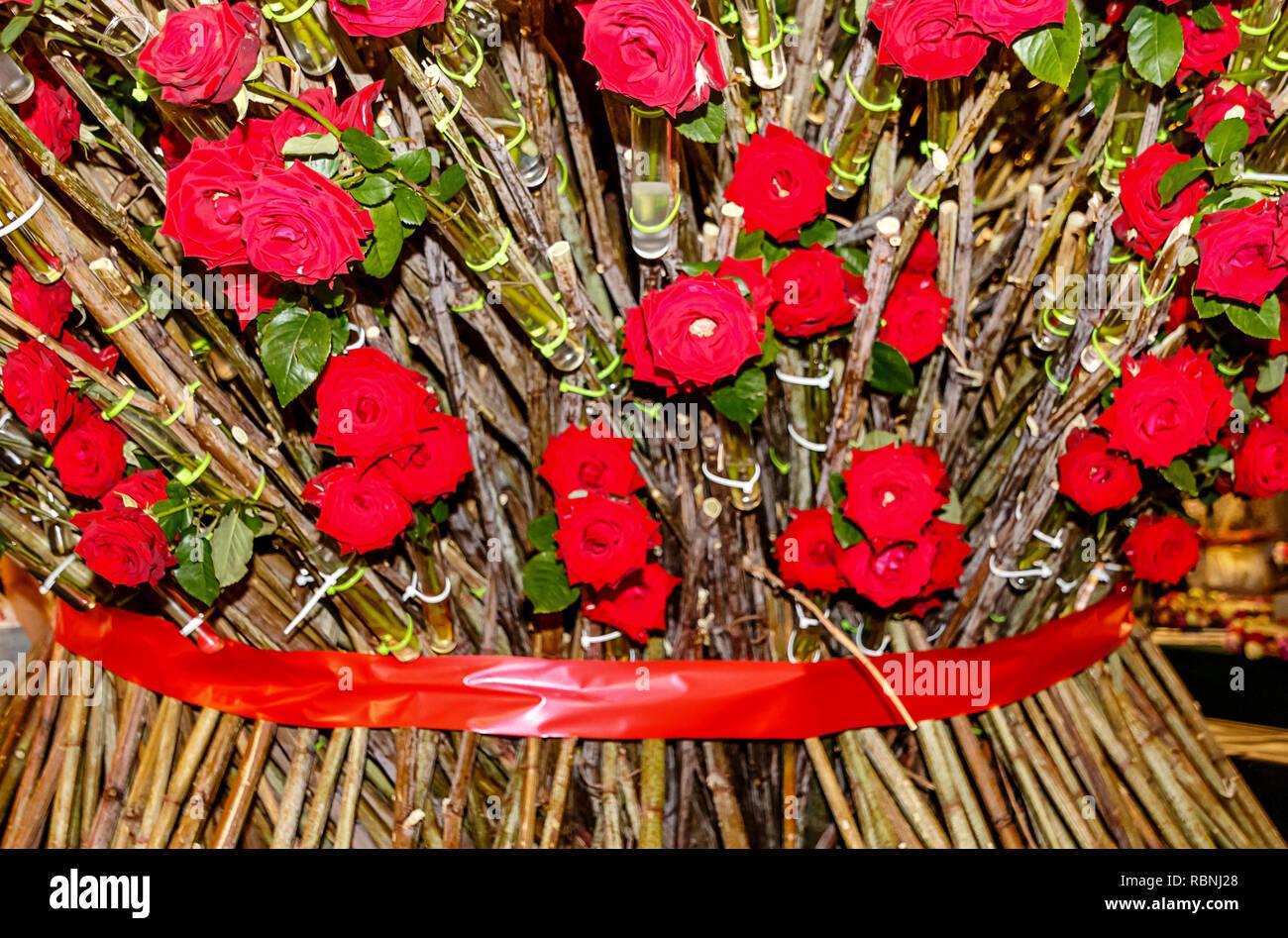 Mazzo Di Fiori Gigante.Sfondo Floreale Gigante Bouquet Di Rose Rosse Foto Immagine