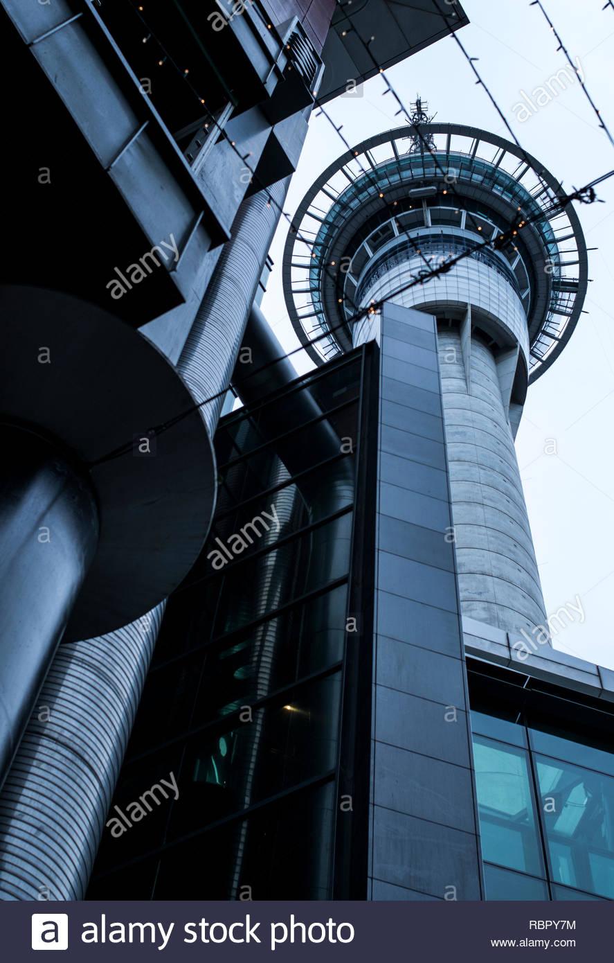 Sky Tower da sotto Immagini Stock