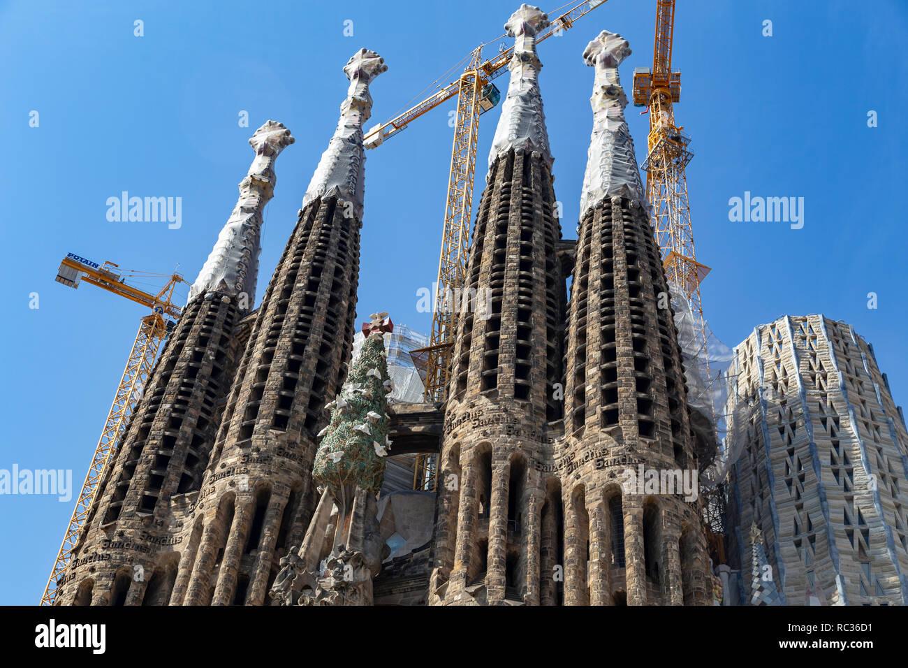 La Sagrada Familia vista frontale, progettato da Antoni Gaudi, UNESCO, barcellona catalogna (Catalunya), Spagna Foto Stock
