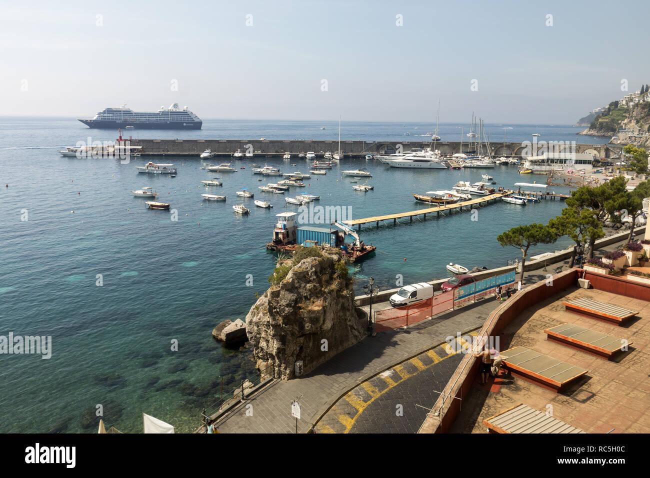 Costiera Amalfitana, Italia - 16 Giugno 2017: vista della marina in ...