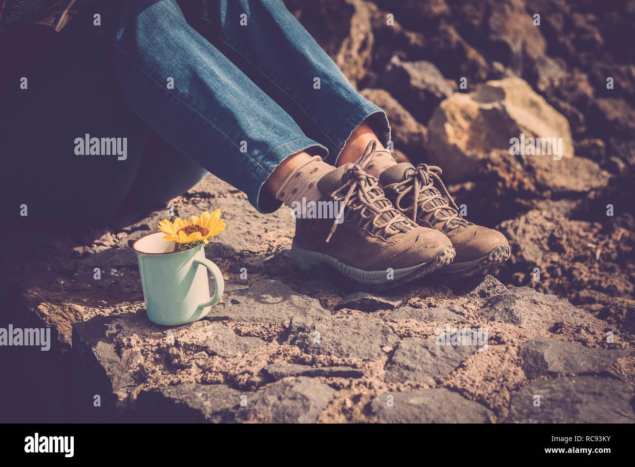 best sneakers 6da83 20bd4 Close up donna gambe e jeans e scarpe da trekking - il resto ...