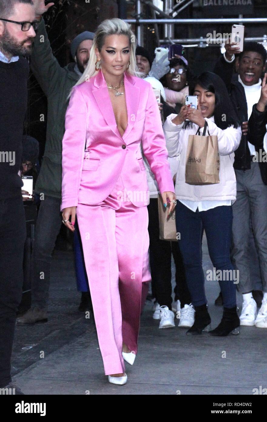 New York, NY, STATI UNITI D'AMERICA. 16 gennaio, 2019. Rita ora visto lasciare per il Tonight Show Starring Jimmy Fallon nella città di New York il 16 gennaio 2019. Credito: Rw/media/punzone Alamy Live News Immagini Stock