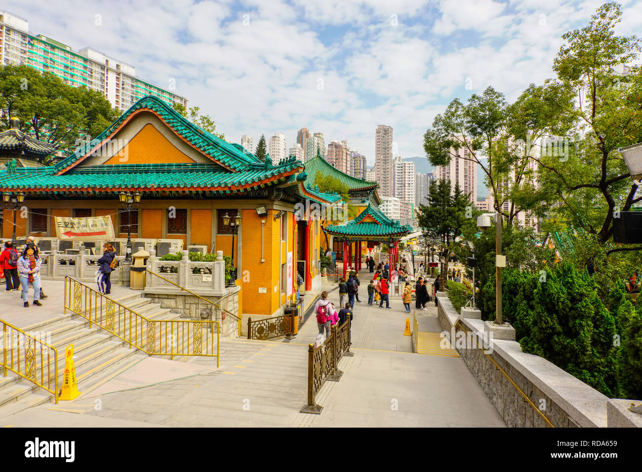 Visualizzare Sik sik Yuen Wong Tai Sin tempio complesso, Hong Kong. Immagini Stock