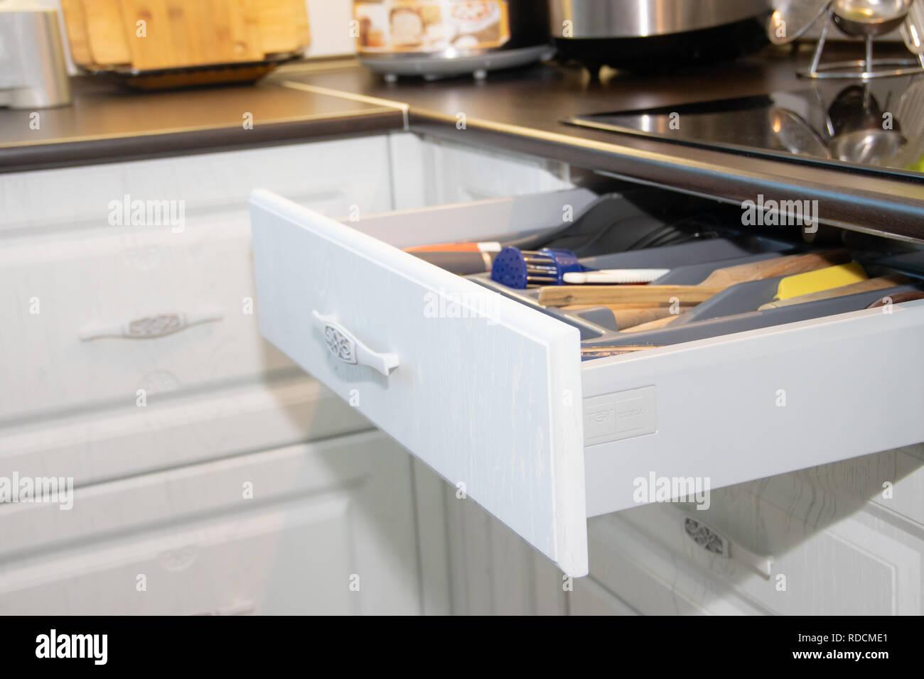 Cucina bianca. Cucina in legno. Arredamento moderno e la cucina ...
