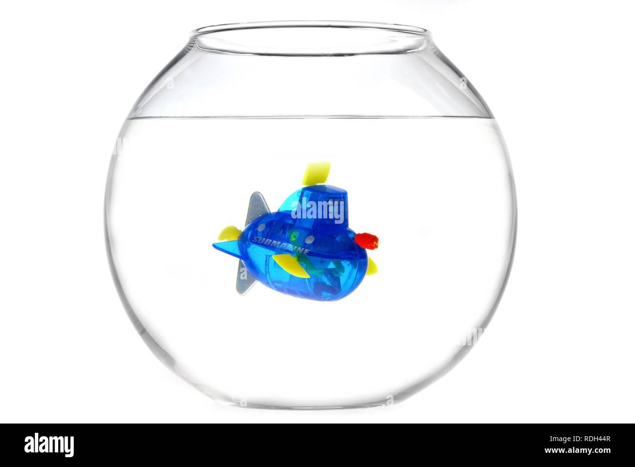 Wind-up toy mini sottomarino in una terrina di pesce, illustrazione Immagini Stock