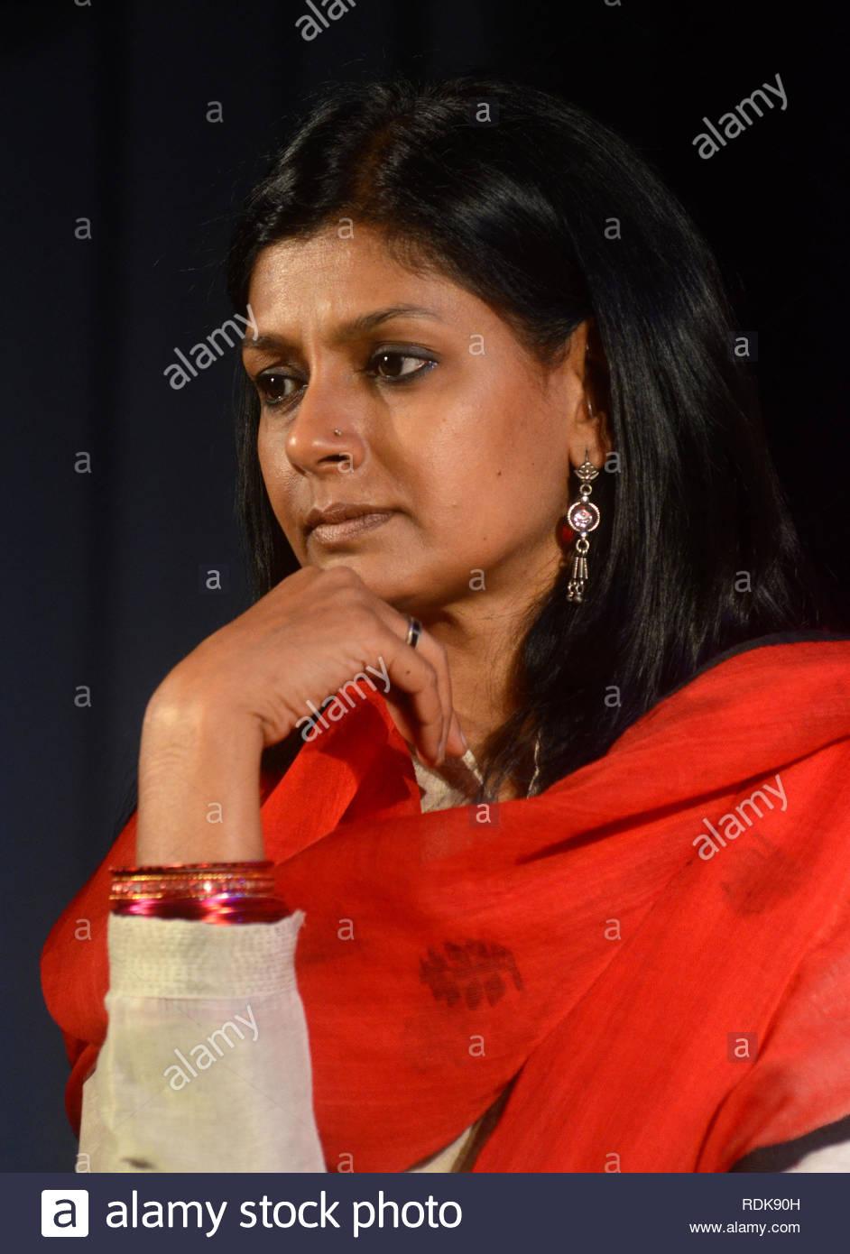 Attore di Bollywood Nandita Das durante il lancio di un movimento globale di 1 miliardi di euro in aumento con scarsa Box productions e Make-A-Differenza Foundation in Mumbai, India il 4 gennaio 2013. Rinomato in tutto il mondo il drammaturgo e anti-violenza attivista Eve Ensler Tony (non in foto) ha lanciato il movimento dall India per rigenerarsi e riorientare le risorse a livello globale e l'attenzione sulla piaga della violenza contro le donne. (Shripad Naik/immagini Solaris) Immagini Stock