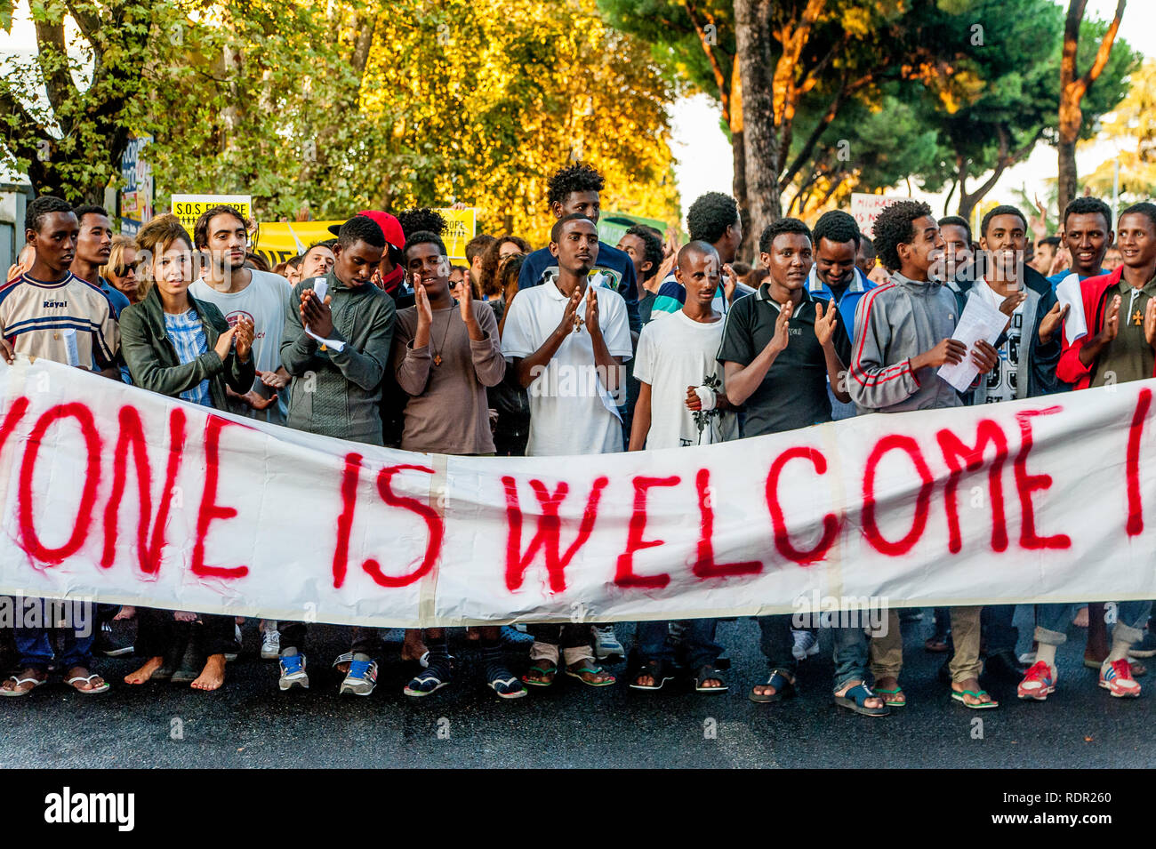 Roma, Italia - 20 giugno 2018: africano i migranti e i rifugiati ...