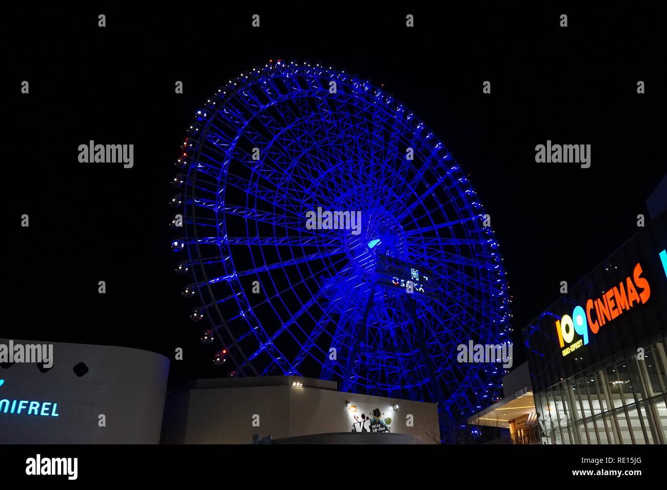 La vista notturna di Redhorse ruota di Osaka a EXPOCITY a Osaka. Immagini Stock